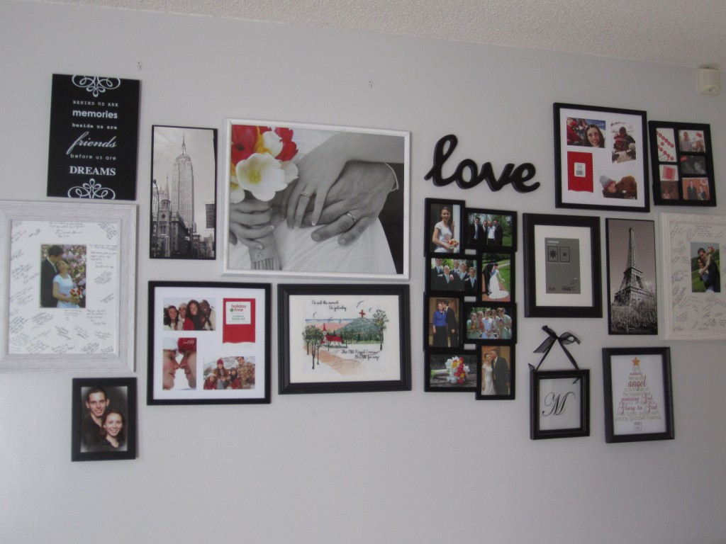 living room gallery wall 007