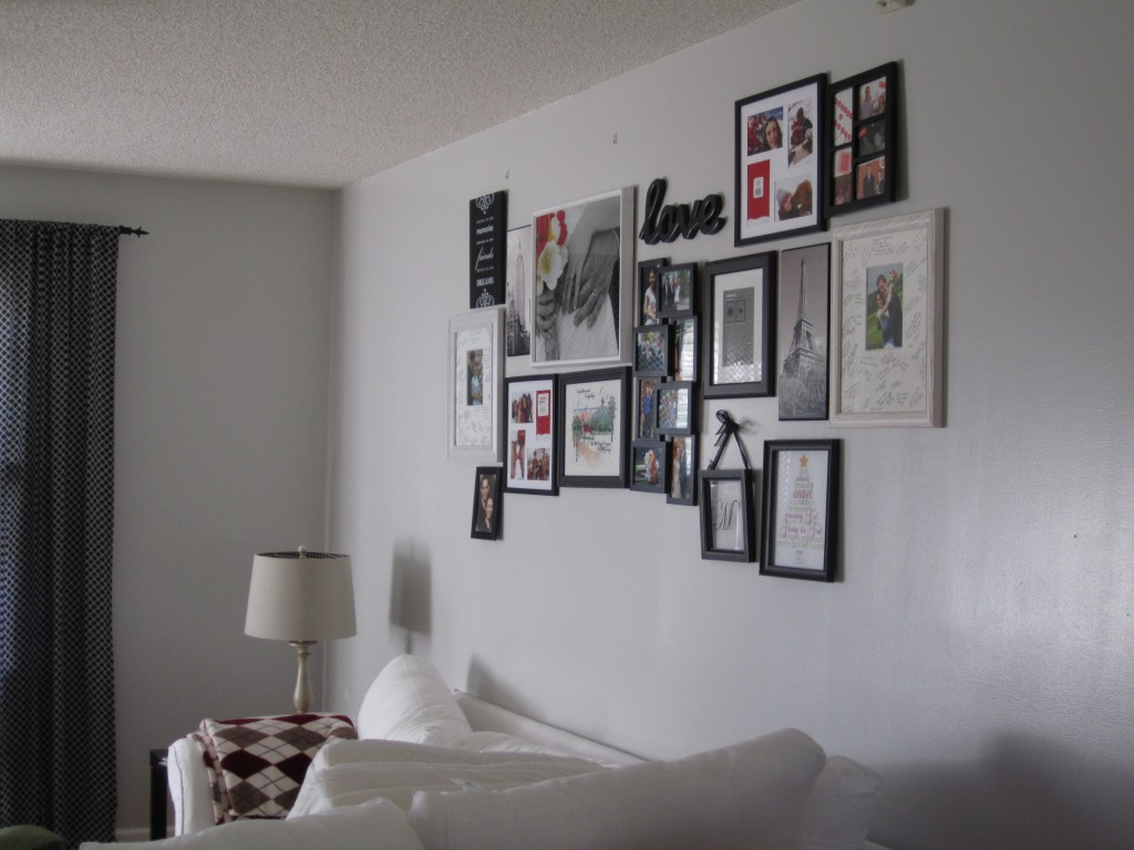 living room gallery wall 018